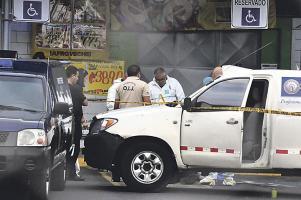 El custodio recibió un balazo en el pómulo izquierdo cuando lo sorprendió un asesino