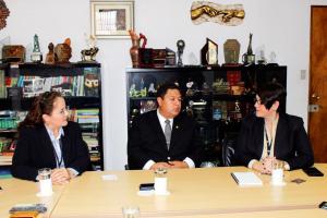 Carlos Villalta, ministro del MOPT, conversó con Iary Gómez, gerente general del Grupo Extra, y Paola Hernández, directora de DIARIO EXTRA