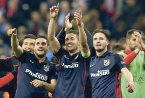 Los jugadores del Atlético festejan que jugarán la segunda final de la Champions en 2 años. (Foto: EFE)
