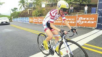 La corredora brasileña del equipo Avimil, Flavia Oliveira es la primera líder del giro femenino (Foto: Fecoci)