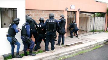 Agentes de la PCD ingresaron a la casa ubicada en Los Anonos, Escazú, donde había un laboratorio