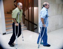 Los acusados llegaron en muletas debido a lesiones que presentan en las piernas tras el choque