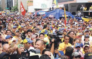 Además de la falta de comida, los venezolanos deben sumarle la  prohibición de hacer marchas en las calles