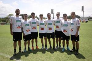 Algunos de los futbolistas que utiliza Óscar Ramírez en la Selección para realizar los trabajos diarios