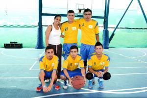 Doña Rocío Lobo tiene a su cargo los muchachos de baloncesto del Caipad de San Ramón. (Foto: Carlos Barquero)