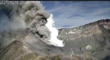 El volcán ha tenido una baja en su actividad durante las últimas horas, sin embargo las autoridades no se fían