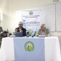 Johnny Madrigal, investigador de la Escuela de Estadística de la UCR, y el director Fernando Ramírez presentaron los datos
