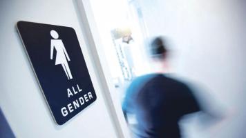 Transgéneros protestan por el derecho de ir al baño de acuerdo con su sexo