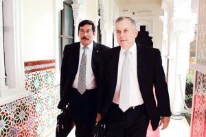 Congresistas quieren ser nombrados por un año más. Marco Redondo impulsa la medida apoyado por legisladores como Ottón Solís