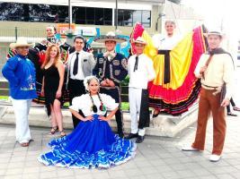 • Parejas de bailarines de varios países, llegaron con sus trajes de gala y baile hasta Guanacaste