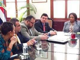 El gobierno mantiene reuniones constantes con bancadas para medir apoyo a proyectos de ley