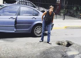 Gabriela Trujillo se asustó al ver el cráter que está en plena capital