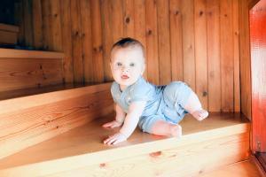 El gateo proporciona que el niño sea más ágil