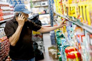 """Los consumidores deben tener la posibilidad de corroborar frases como """"súper precio"""", """"oferta"""" y """"precio especial"""" en los supermercados"""